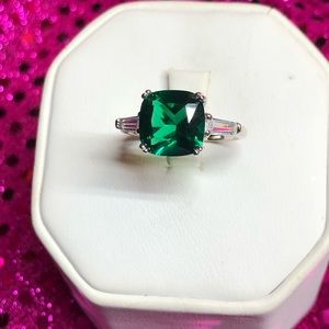Pretty Emerald Green Sterling Silver Ring